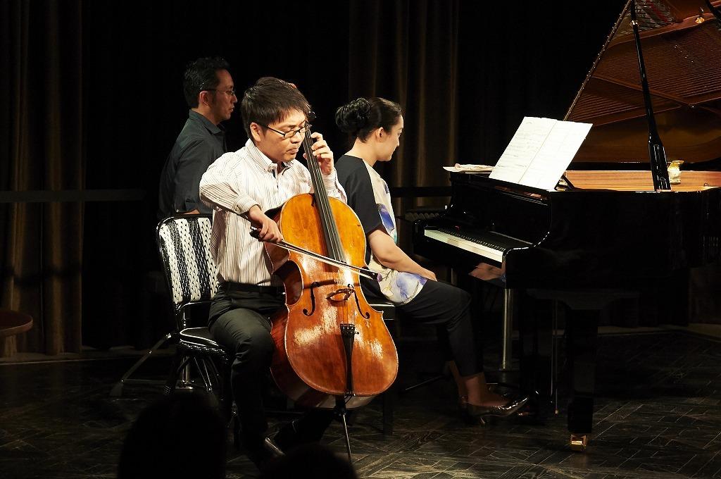 坂本真由美(ピアノ)、金子鈴太郎(チェロ)