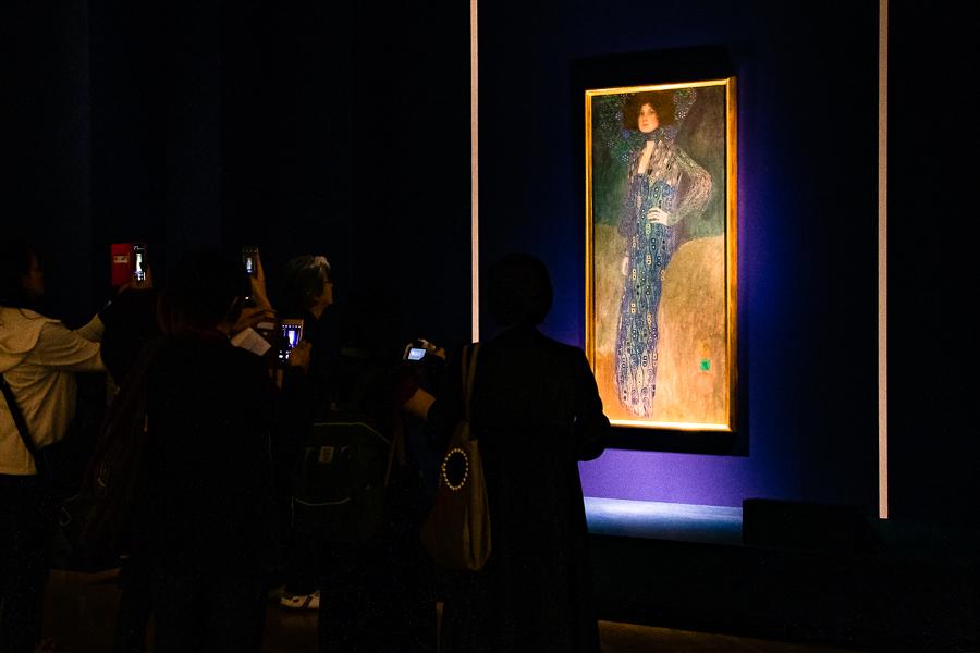 『エミーリエ・フレーゲの肖像』は撮影可能。多くの来場者が足を止めていた。