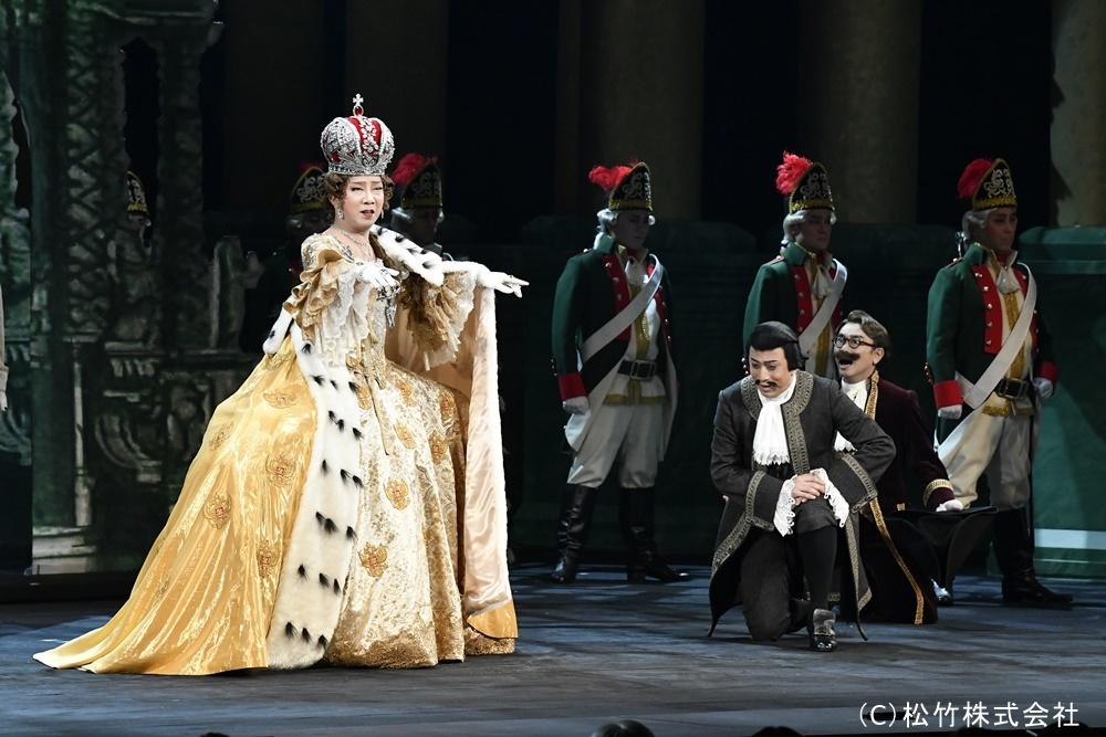 左から市川猿之助、松本幸四郎、八嶋智人。エカテリーナの圧倒的な女帝感!
