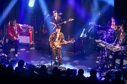 オカモトコウキ(OKAMOTO'S) 盟友をサポートメンバーに迎えた1stソロライブで全15曲を披露