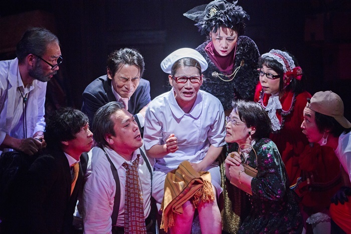 2019年末に合同公演形式で上演した、劇団いちびり一家+南河内万歳一座☆オールスターズ『デタラメカニズム』より。 [撮影]谷古宇正彦