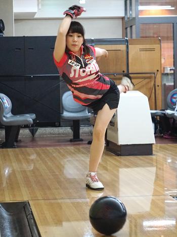 坂本詩緒里プロの美しい投球フォーム