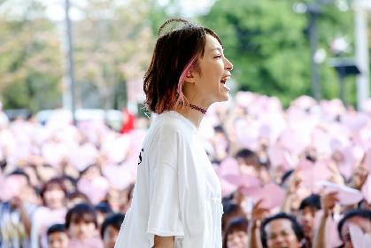 LiSA、3,000人のサプライズ大合唱に涙も「皆と見たい景色がまだまだたくさんあるなと改めて思いました」ベストアルバム発売記念ライブ