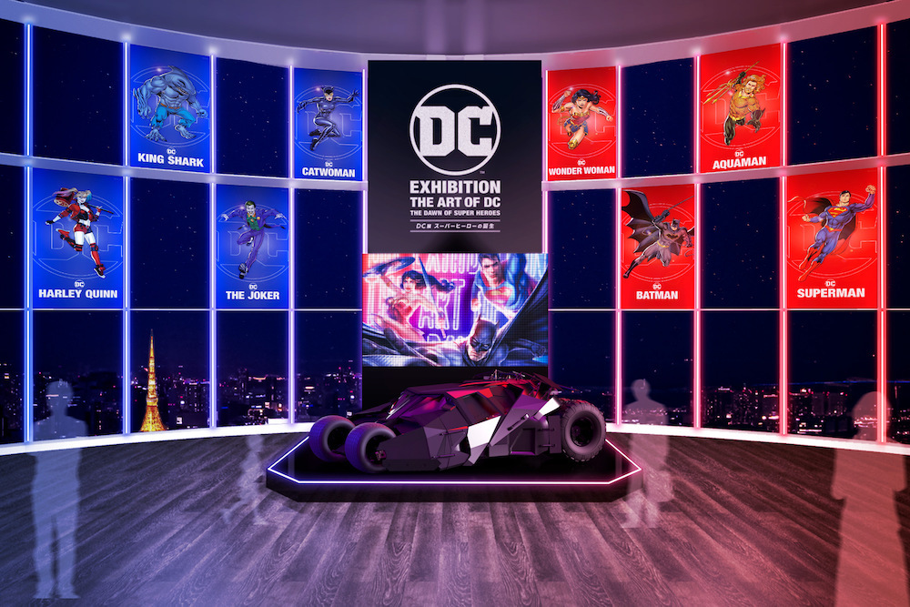 『DC展 スーパー ヒーローの誕生』 ※エントランス(イメージ) DC SUPER HEROES and all related characters and elements (C) & TM DC Comics. WB SHIELD:  (C) & TM  WBEI. (s21)