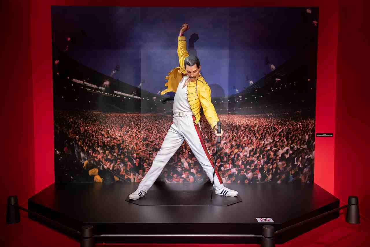 QUEEN EXHIBITION JAPAN/フレディ最後のマジック・ツアーでの雄姿を再現したフレディ像