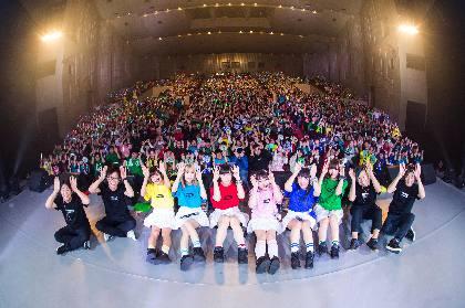バンドじゃないもん! 初のホール公演もグッとこらえて涙なしの大阪公演をレポート