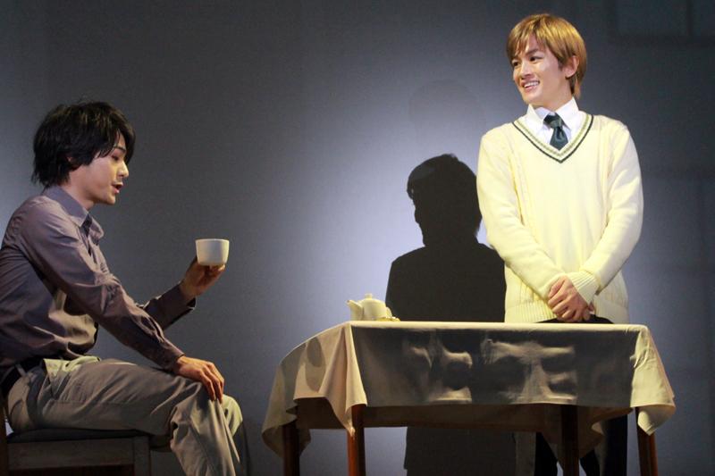 右:ユリヤン役 小西成弥(舞台『銀河英雄伝説 Die Neue These』第一章 ゲネプロ写真より)