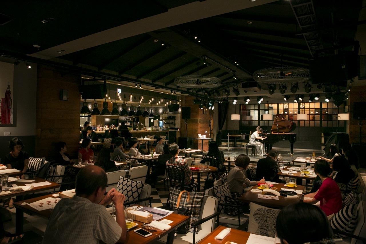 食事と共にクラシックを 撮影=鈴木久美子