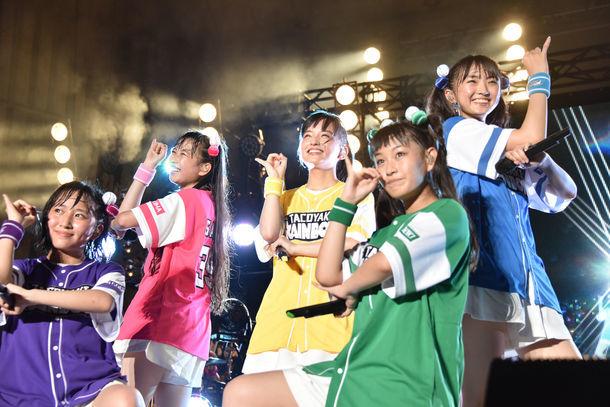 たこやきレインボー「オオサカアイドルフェスティバル2017 in TOKYO」の様子。