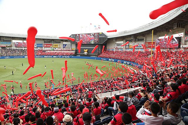 当日は「ALL for CHIBA」の佐倉市対象デーで、ジェット風船が赤色のCHIBAユニフォーム仕様になる
