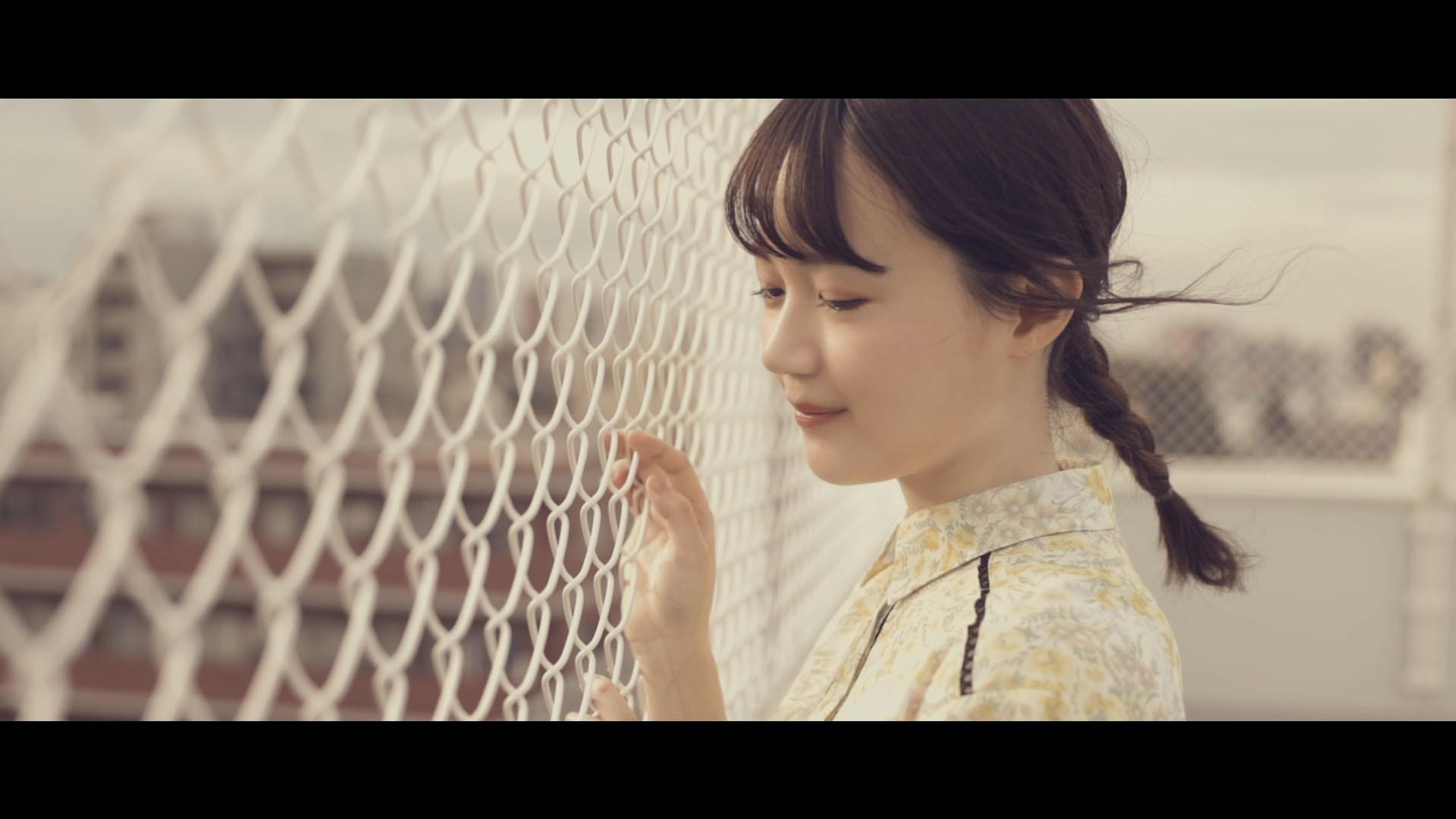 尾崎由香 -「Dream On ~遠い日のあの空~」MVより