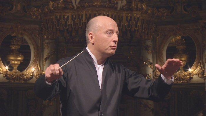 指揮するパーヴォ・ヤルヴィ