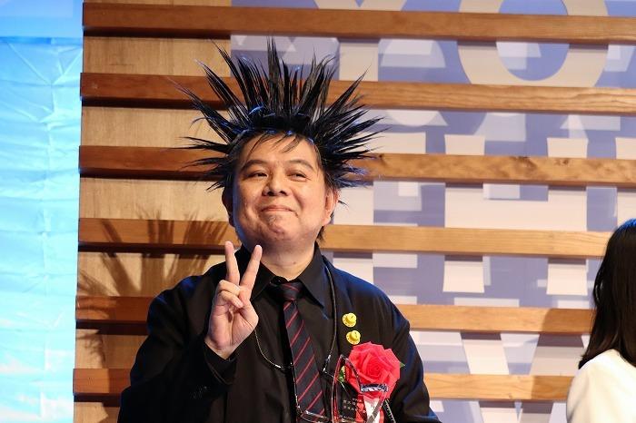 ケラさんのすごいヘアスタイルを招待客の方々も皆撮影していました
