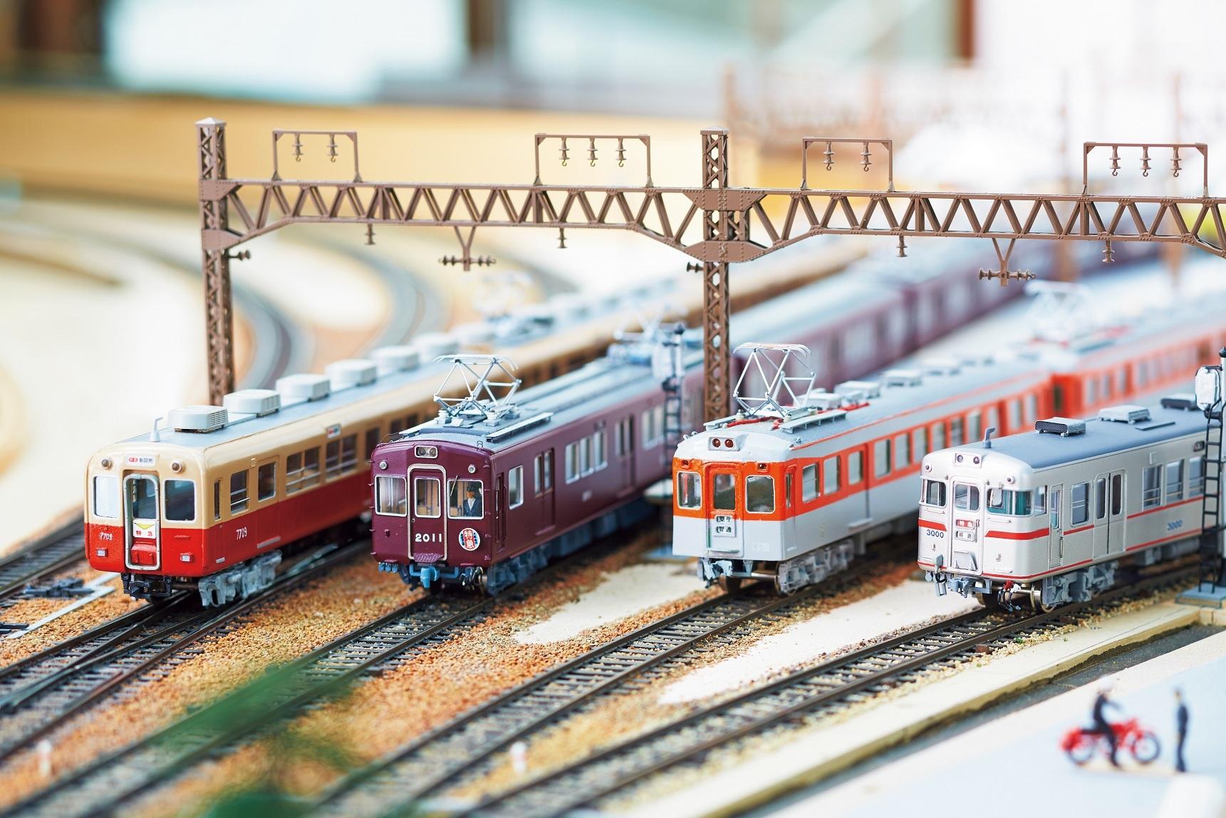 神戸高速線が開通当時に活躍していた4私鉄の車両が一堂に。 左から 阪神電車、 阪急電車、 神戸電鉄、 山陽電車