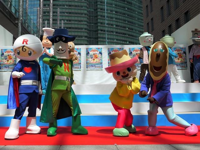 写真左から、ロールパンナ、ナガネギマン、プリンちゃん、エクレアさん (C)やなせたかし/フレーベル館・TMS・NTV