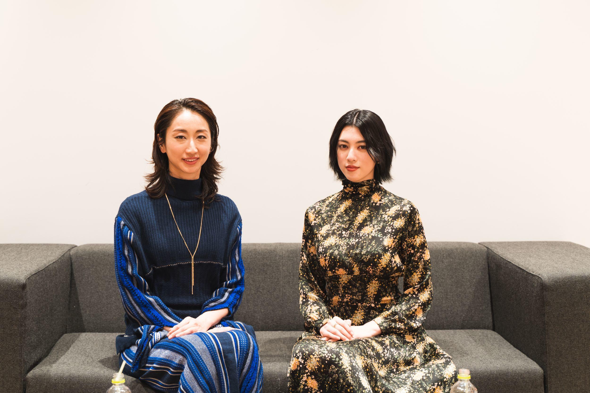 左から、Ms.OOJA、三吉彩花