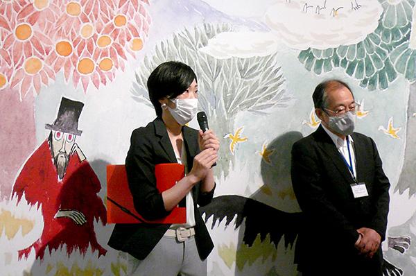 あべのハルカス美術館学芸員の横山志野さんと浅野館長