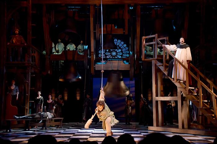 劇団四季『ノートルダムの鐘』(C)Disney