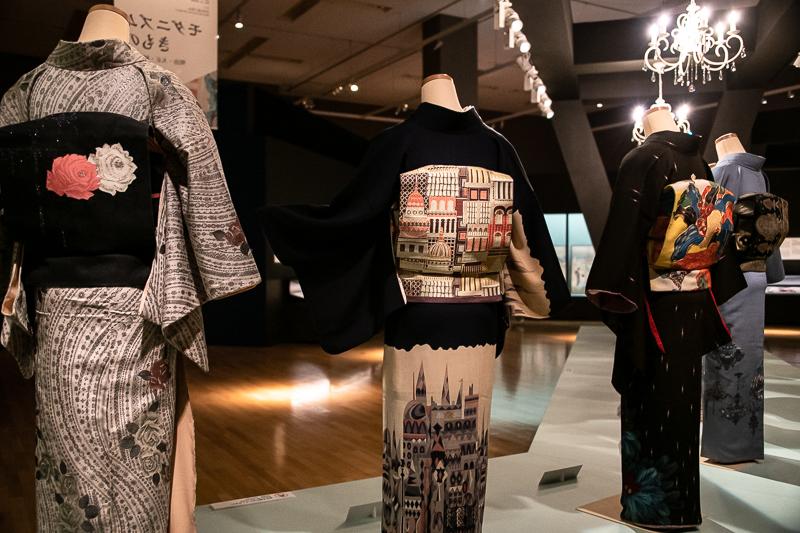 特別展『きもの KIMONO』展示風景: 帯にも遊び心が感じられる。