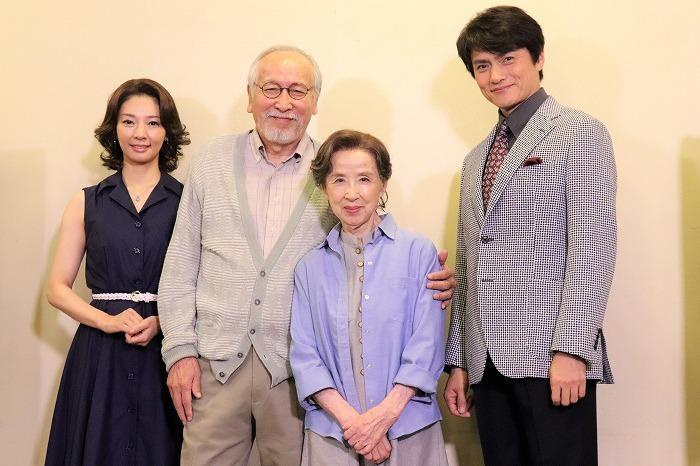 (左から)朝海ひかる、村井國夫、八千草薫、松村雄基