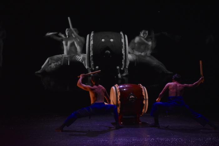 鼓童×ロベール・ルパージュ〈NOVA〉製作記者発表会で披露されたスペシャルパフォーマンスの様子