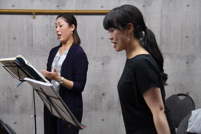 マルシャリン役の木澤佐江子(左側)とオクタヴィアン役の上村智恵 (C)H.isojima