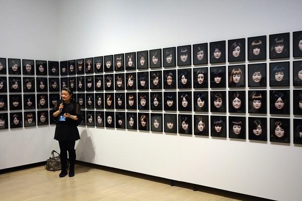 澤田知子《FACIAL SIGNATURE》2015年[部分]/発色現像方式印画/タグチ・アートコレクション蔵, Courtesy of MEM, Tokyo