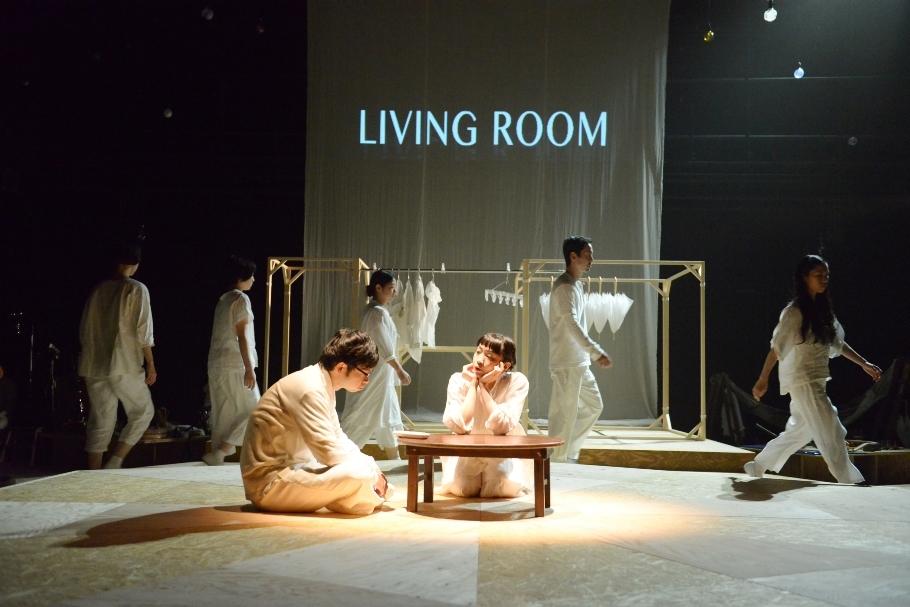 マームとジプシー『ΛΛΛ かえりの合図、まってた食卓、そこ、きっと――』(過去公演より) ©橋本倫史