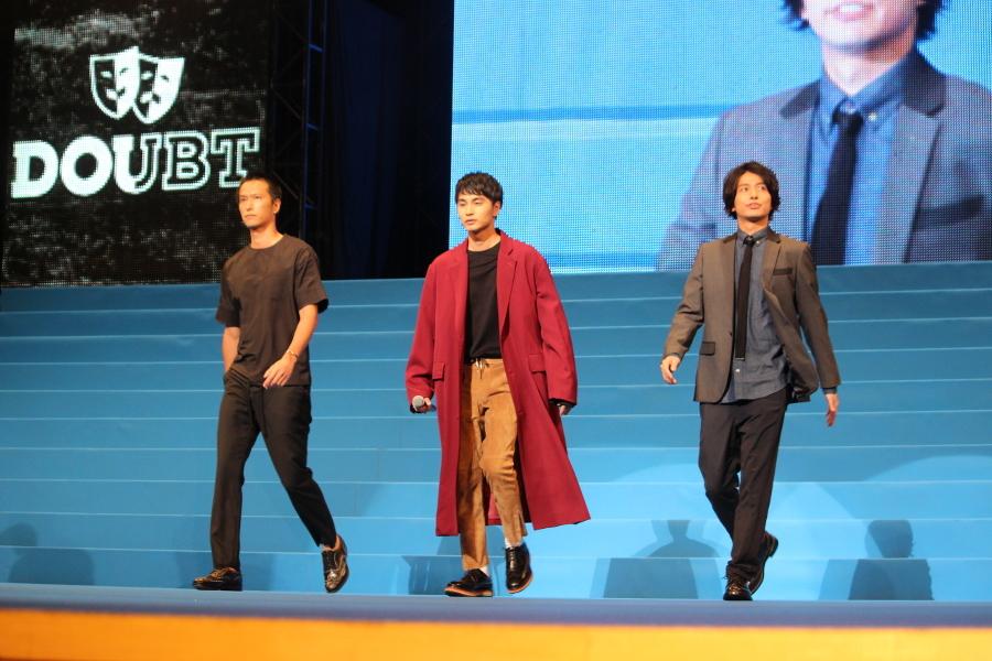 【DOUBT】(左から)秋山真太郎、中村蒼、武田航平 中村:僕は、このハイローに初めて参加させてもらいました。いろいろと謎の多いDOUBTですけれど、今回いろいろと明らかになります。