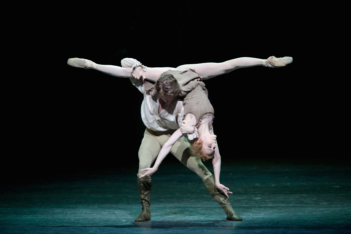 Sarah Lamb as Manon and Vadim Muntagirov as Des Grieux in Manon ©ROH  Photographed by Alice Pennefather