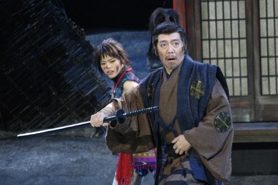 『髑髏城の七人 Season風』開幕 6 岸井ゆきの(左)と生瀬勝久