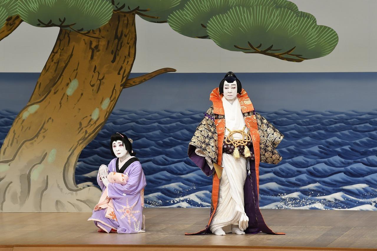 第一部『須磨の写絵』(左より)海女松風=中村魁春、在原行平=中村梅玉 /(C)松竹