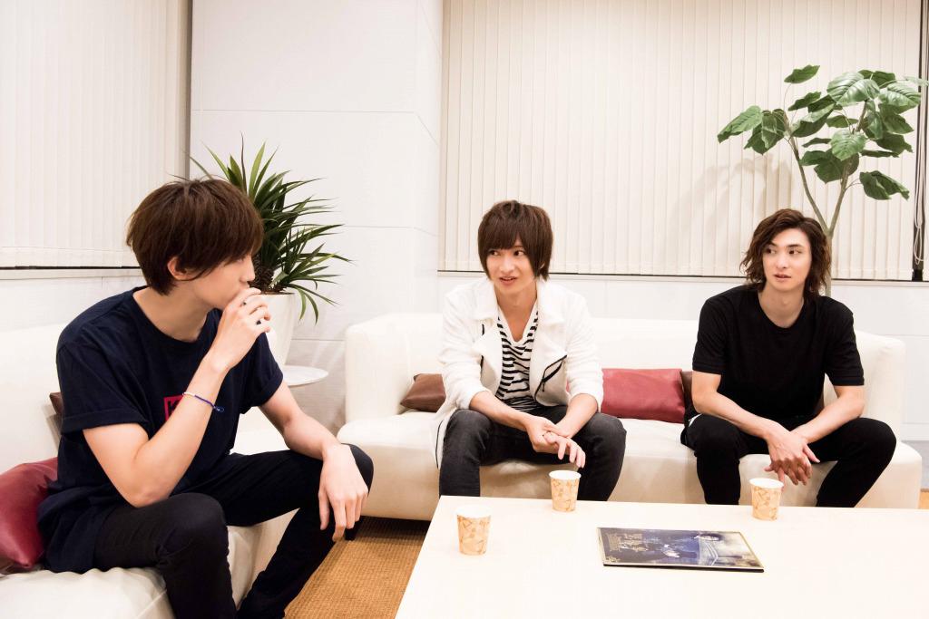 (左から)植原卓也、佐々木喜英、古川雄大