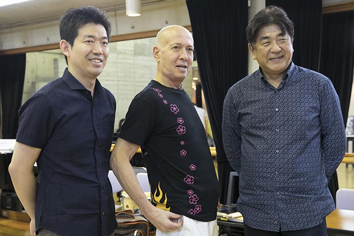 (左から)副指揮を務める角田鋼亮(大阪フィルハーモニー交響楽団・指揮者)、井上道義、佐渡裕