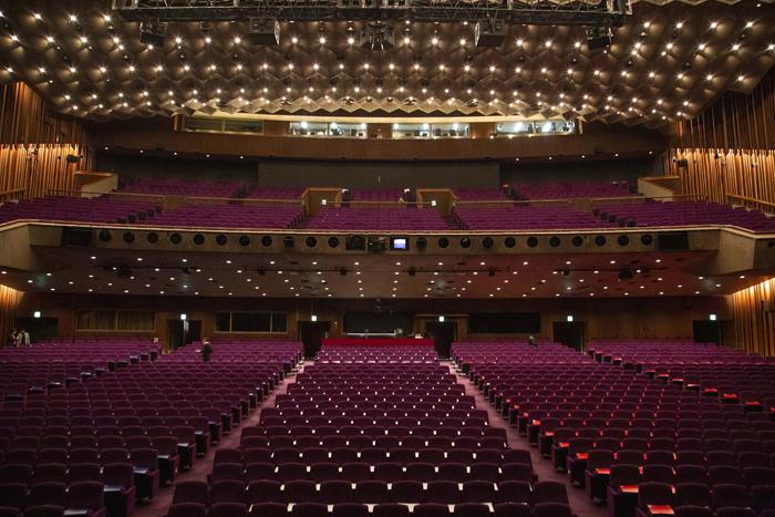 開場前の帝国劇場客席