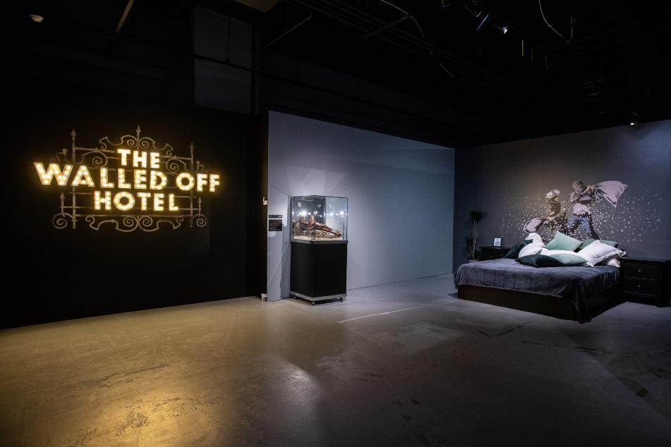 「ザ・ウォールド・オフ・ホテル」の再現 横浜展