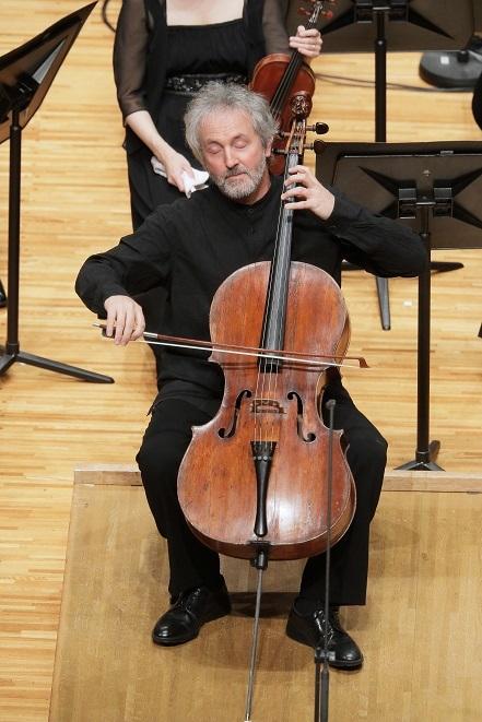 アンコール2曲目「アルメニアの歌」では、パンフルートのような響きを聴かせたブルネロ。 (C)S.Yamamoto