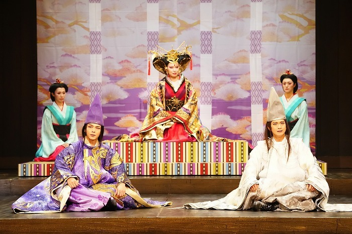 左から:中村倫也、高田聖子、向井理