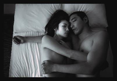 柄本佑、瀧内公美との撮影をふり返り「生々しさが少なくとてもロマンチック」映画『火口のふたり』撮りおろし写真について語る