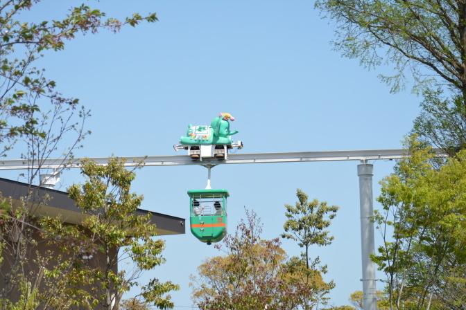 遊園地内の乗り物「スカイダンボ」から動物園を見るのもオススメ!