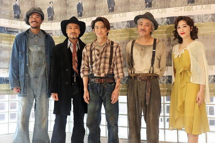 (左から)章平、藤木孝、三宅健、山路和弘、花乃まりあ