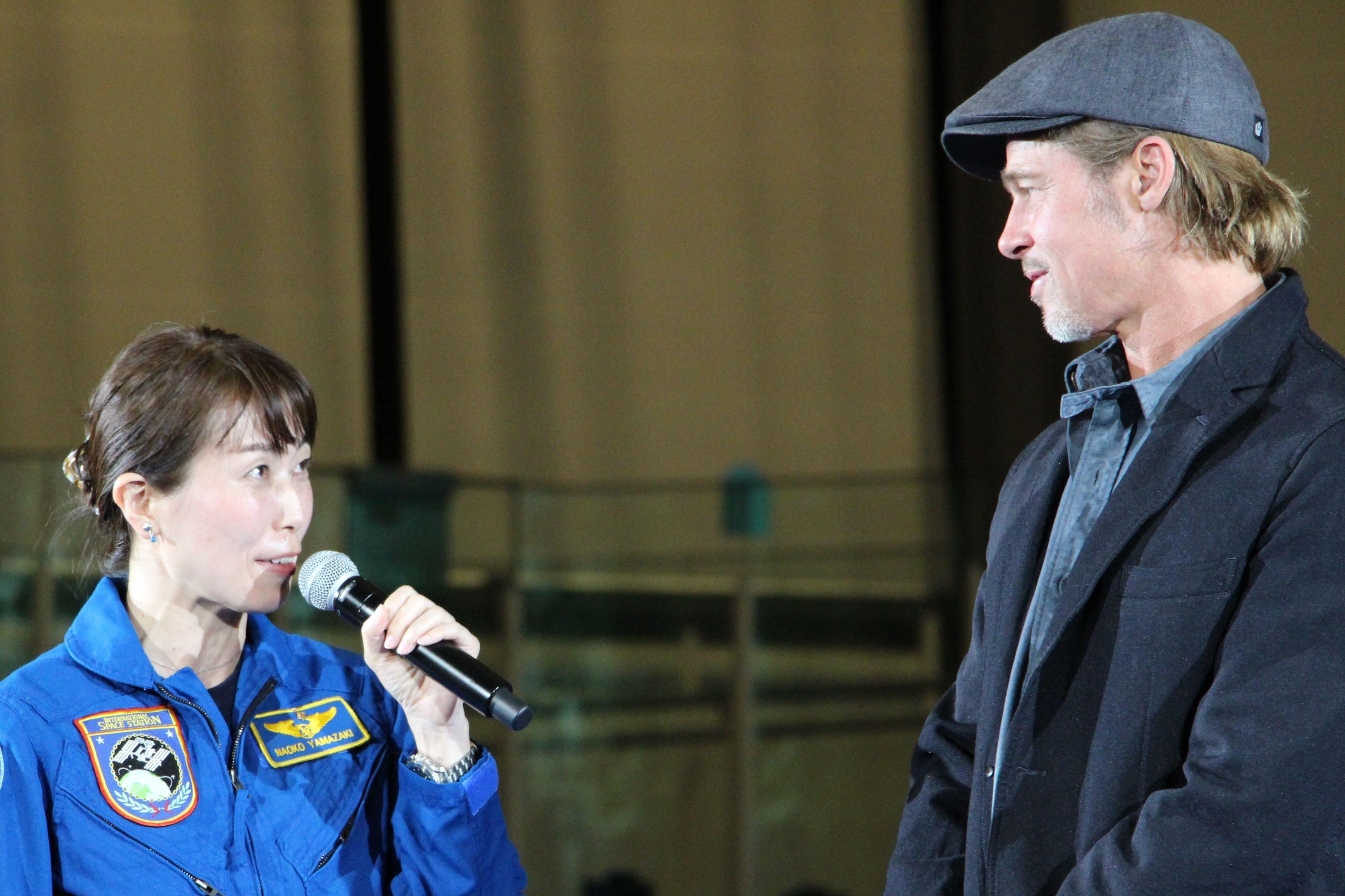 左から、山崎直子氏、ブラッド・ピット