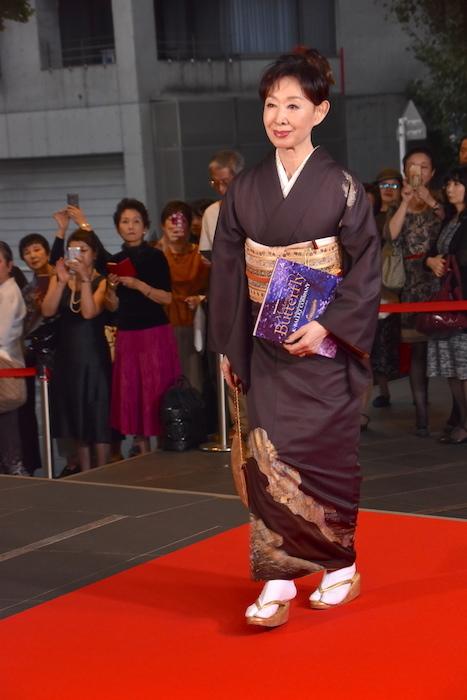 レッドカーペットを歩く三田佳子