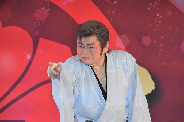 正舞座後見人を務める、かつき浩二郎さん。