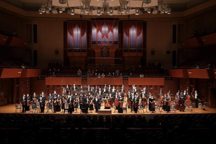 大阪交響楽団をよろしくお願いします!     (C)飯島隆