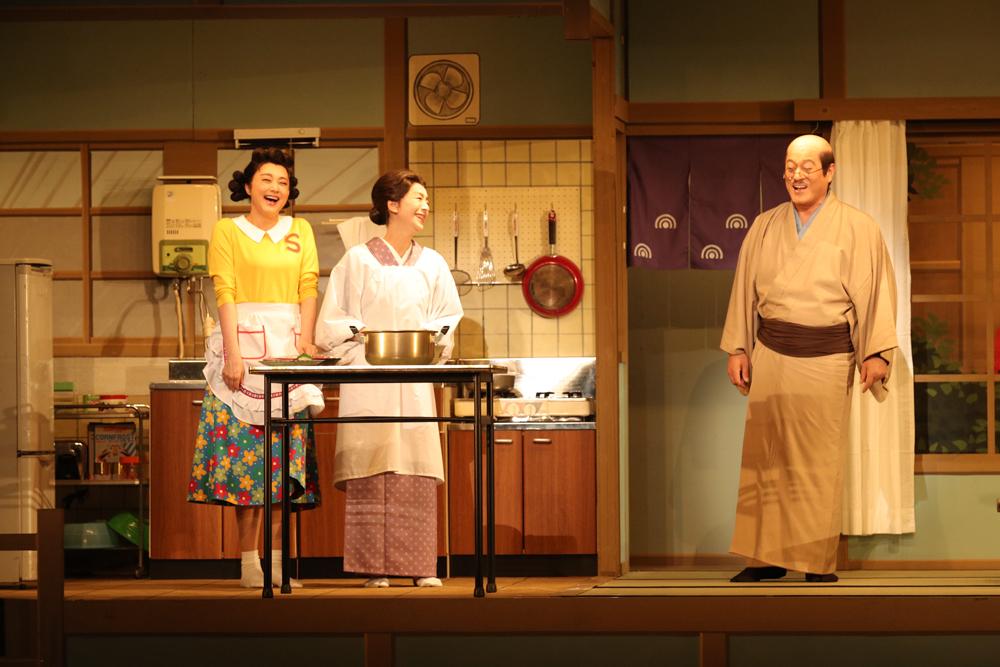 舞台『サザエさん』左から藤原紀香、高橋惠子、松平健