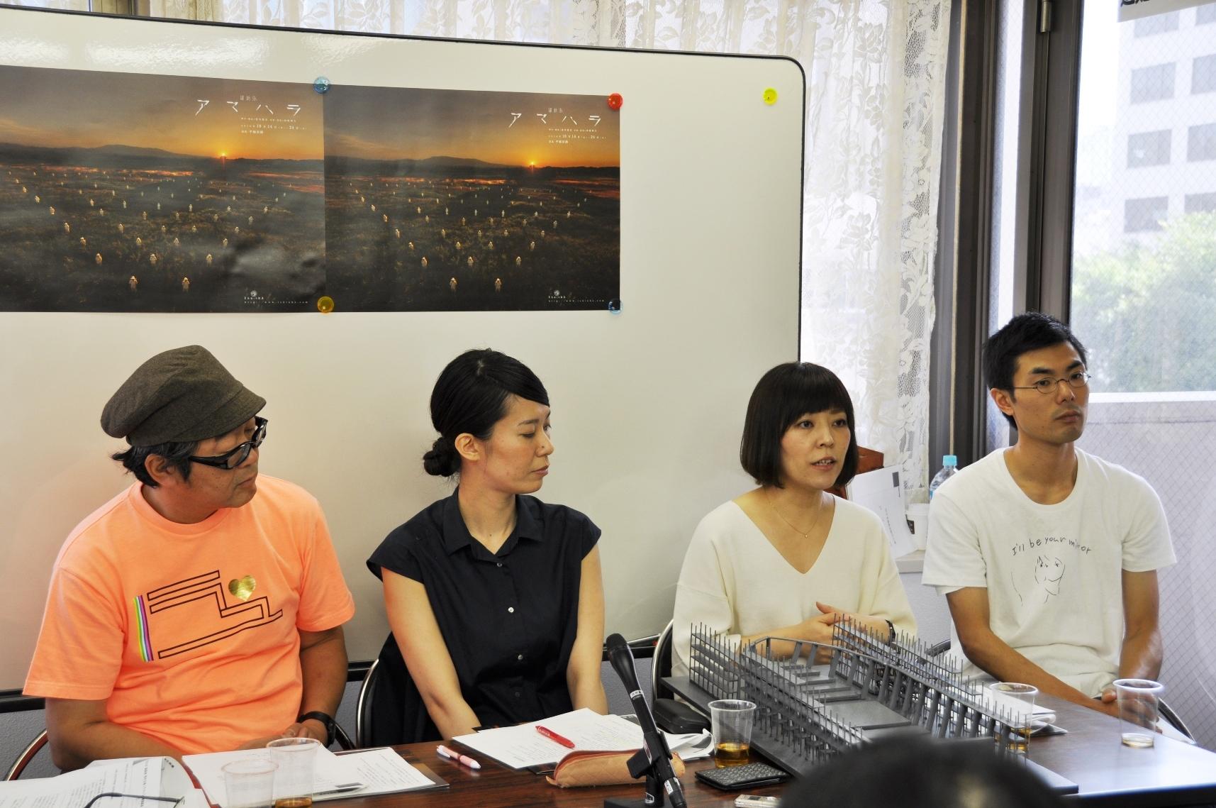 記者会見に出席したメンバー。(左より)内橋和久、山﨑佳奈子、平野舞、金子仁司