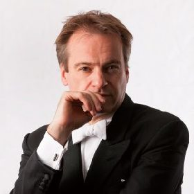 ジョナサン・ノット(指揮)「《コジ・ファン・トゥッテ》こそ演奏会形式に適したオペラなのです」