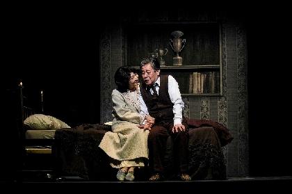 風間杜夫「初日が良い形で迎えられてほっとしています」~長塚圭史演出の『セールスマンの死』が開幕 舞台写真&コメントが到着