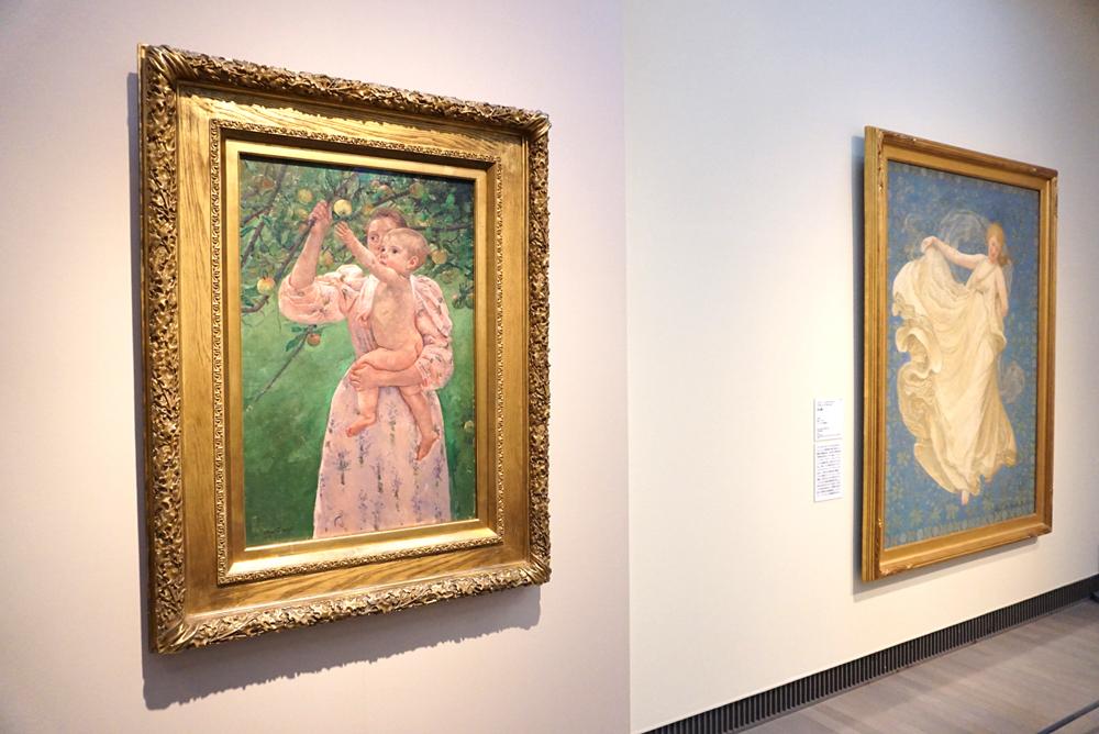 (左)メアリー・カサット《果実をとろうとする子ども》1893年 ヴァージニア美術館蔵